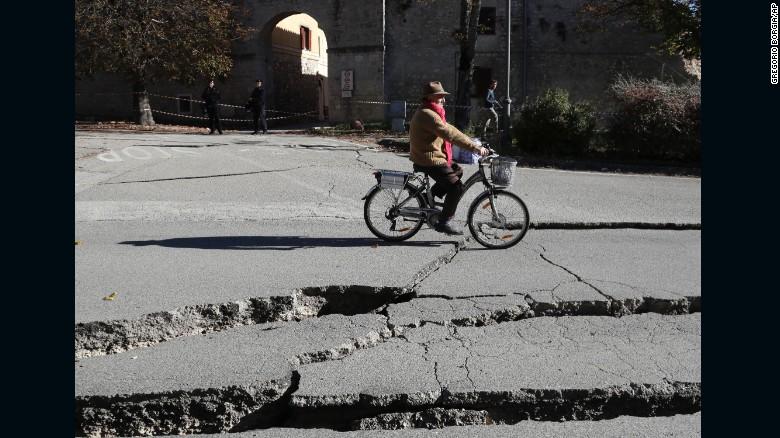 161030115921-18-italy-earthquake-1030-exlarge-169