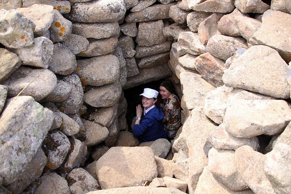 Lối vào ụ đá ở trung tâm công trình.
