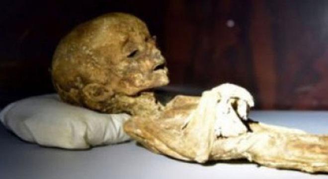 Xác ướp lạ khai quật được từ ngôi mộ của người Maya.