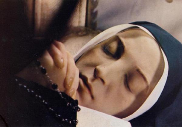 Thân thể vị tu sĩ đã chết cách đây hơn 100 năm, nhìn như con sống khi được mở ra