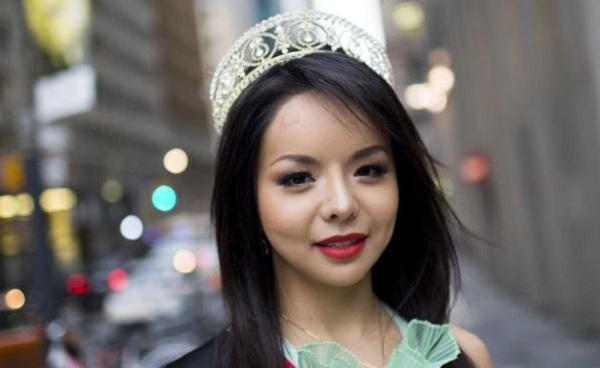 Hoa hậu Canada 2015 bị Trung Quốc cấm nhập cảnh vì cô từng nói lên vấn đề nhân quyền tại Trung Quốc.