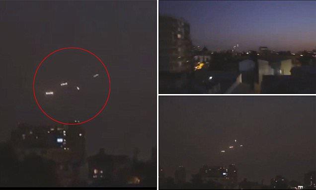 Hàng loạt UFO phát sáng trên bầu trời Santiago, Chile.