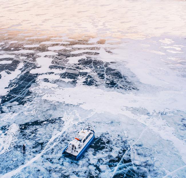 Ngắm nhìn hồ băng đẹp như cổ tích ở miền nam nước Nga.12