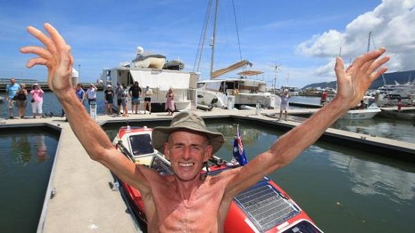 John Beeden đã trở thành người đầu tiên trên thế giới chèo thuyền một mình từ Bắc Mỹ đến Australia