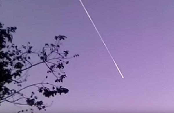 Vệt sáng bí ẩn xuất hiện trên bầu trời Thái Lan.