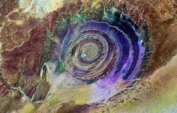 """""""Con mắt Sahara"""" hoặc """"mắt châu Phi"""", nằm ở phía Tây sa mạc Sahara thuộc Mauritana."""
