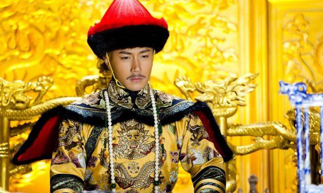 Khang Hy làm gì khi phát hiện cây đao của Ngao Bái giấu ở dưới chăn?