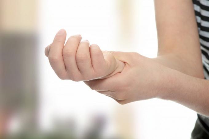 Nốt ruồi ở cánh tay phải nói lên điều gì