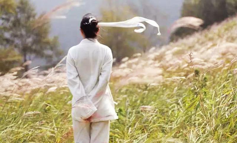 Chỉ có dựa vào sự nỗ lực, kiên trì của bản thân mới có thể được vận mệnh chào đón, được vận may nâng đỡ. (Ảnh: Sohu)
