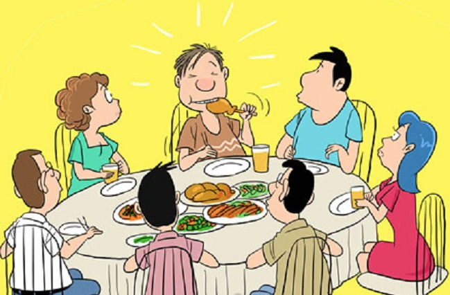 Khi ăn nên ngậm miệng sẽ không phát ra tiếng kêu soàm soạp.