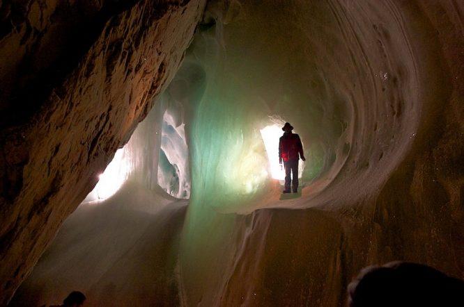 Phát hiện hang động 5,5 triệu năm tuổi, tìm thấy hàng chục loài sinh vật mới.1