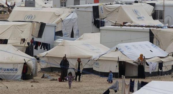 Người Syria đổ về các trại tị nạn.