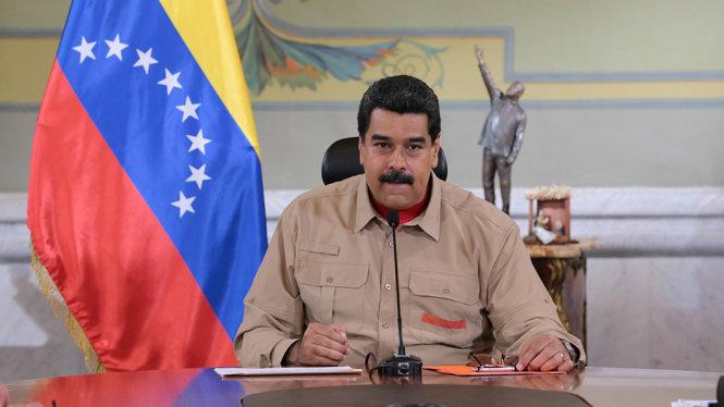 Tổng thống Venezuela Nicolas Maduro phát biểu trước các bộ trưởng tại Cung điện Miraflores, Caracas ngày 17-12 - Ảnh: Reuters
