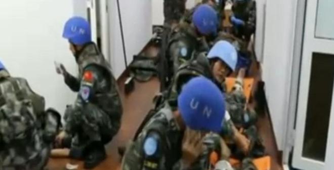 Hình ảnh các binh sĩ lực lượng gìn giữ hòa bình Trung Quốc trong vụ xung đột tại Nam Sudan ngày 11/7. (Ảnh: Huanqiu).