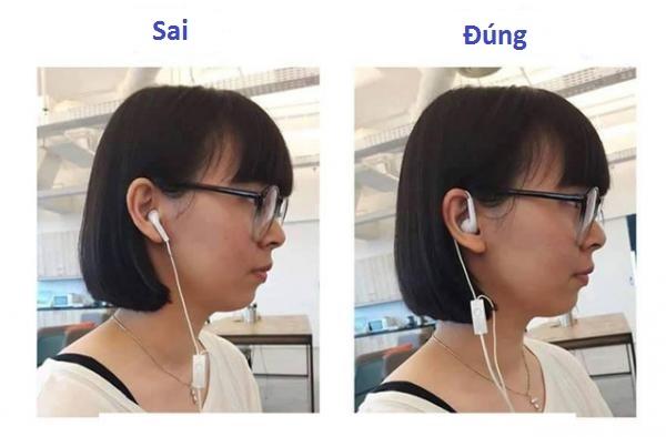 """Tai nghe vốn là phải đeo """"cầu kì"""" như thế này chứ không phải đơn giản như thói quen thường ngày đâu."""