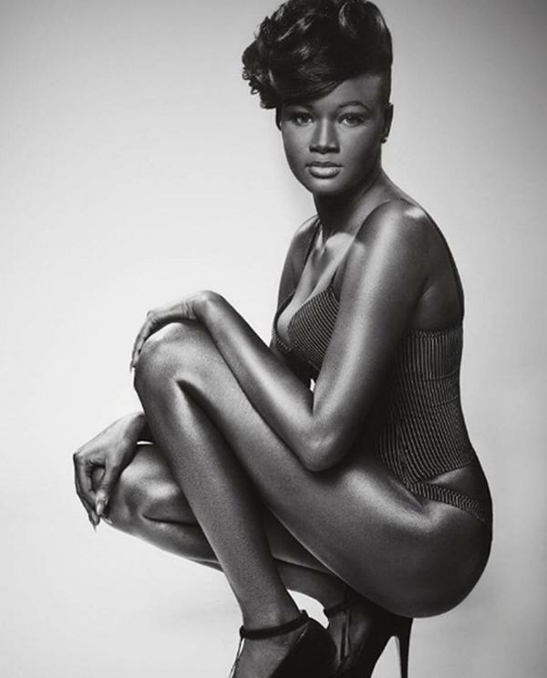 """Châu Phi: Người mẫu trẻ có làn da """"độc nhất vô nhị"""".7"""