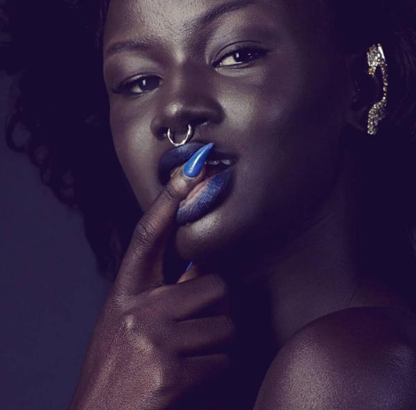 """Châu Phi: Người mẫu trẻ có làn da """"độc nhất vô nhị"""".5"""