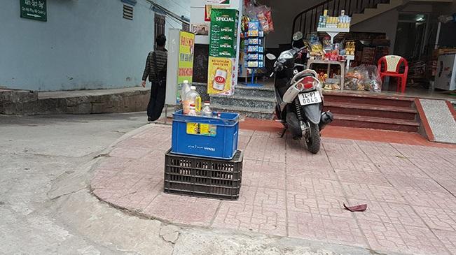 Địa điểm bán xăng lẻ mọc lên như nấm tại tuyến đường chính trung tâm huyện Vân Đồn.