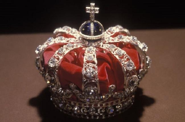 Mũ vàng vua Nguyễn lọt top vương miện quyền lực nhất thế giới.8