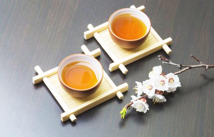Vì sao người xưa khi được mời trà, thường gõ 3 cái xuống mặt bàn? - ảnh 3