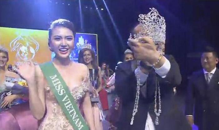 Ngọc Duyên được xướng tên cho ngôi vị Nữ hoàng Sắc đẹp Toàn cầu 2016.