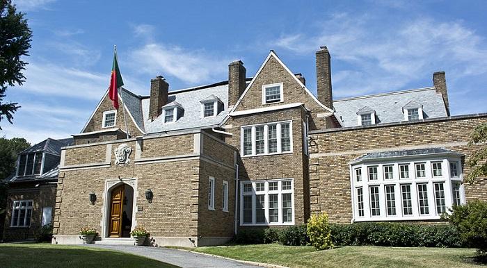 2125_Kalorama_Road_NW_-_Portuguese_ambassadorial_residence_-_Washington_DC_-_2013-09-15
