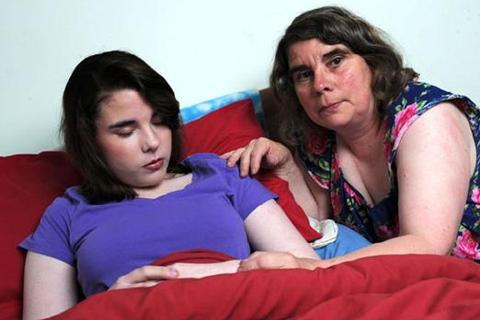 Stacey Comerford đến từ Shropshire (Anh) mắc hội chứng người đẹp ngủ