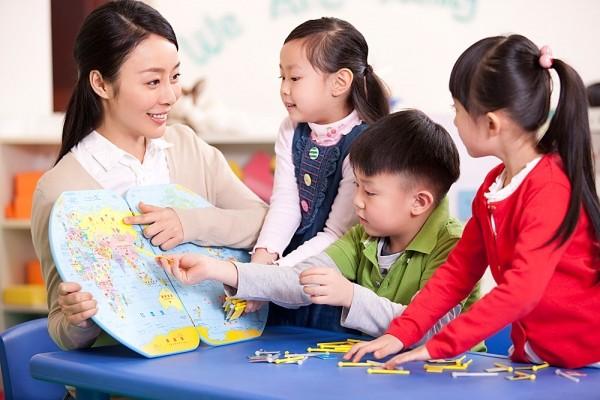 Nghề giáo viên ươm mầm tri thức cho các thế hệ trẻ
