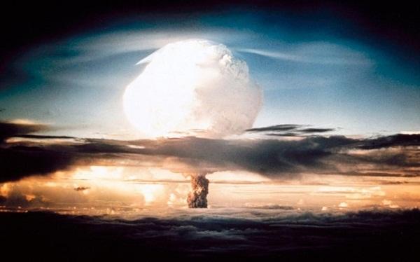 Cột khói hình nấm khổng lồ bốc lên khi Mỹ thả bom nguyên tử xuống Nhật Bản. Ảnh: askman.com