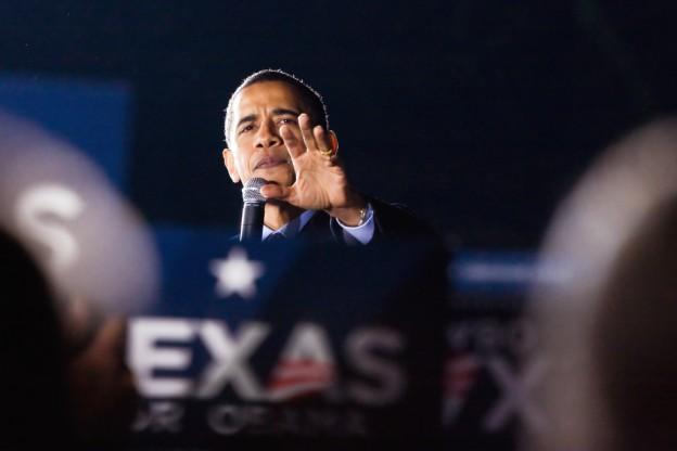 Tổng thống Obama với bàn tay chữ M