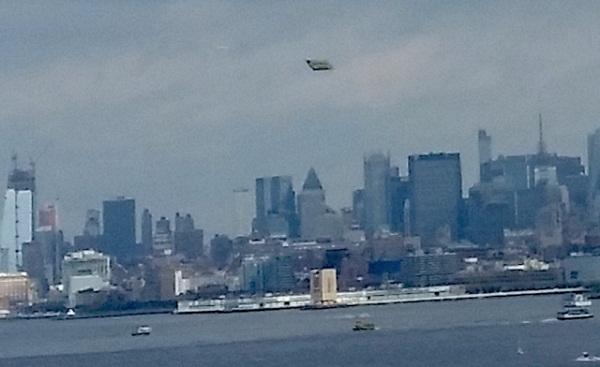 Vật thể lạ trên bầu trời New York.