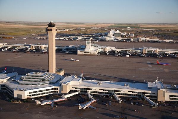 Hiện tượng lạ cũng xuất hiện tại sân bay Quốc tế Denver tại thành phố Denver, Mỹ.