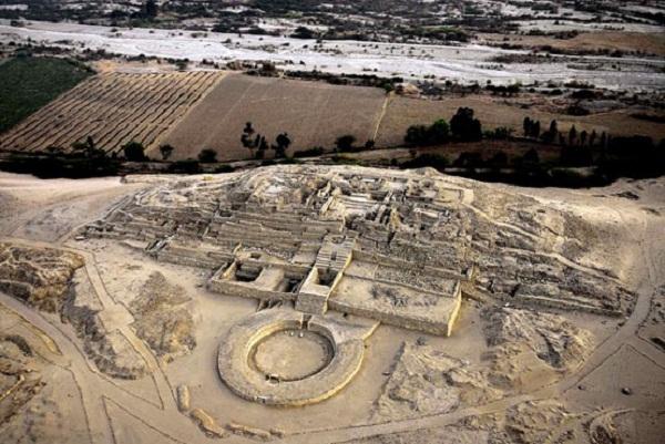 Di tích còn lại của thành phố linh thiêng Caral, Peru.