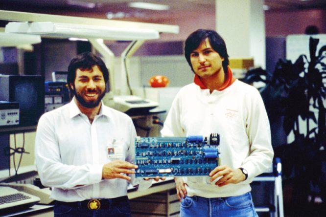 Steve Jobs và người đồng sáng lập Apple Steve Wozniak. (Ảnh: thenextweb.com)