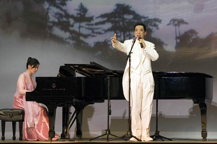 Quan Quý Mẫn với màn hát Bel canto trong buổi diễn luân lưu của Shen Yun.