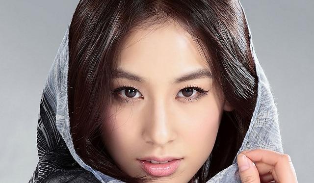 Người phụ nữ có đôi lông mày dài quá mắt, thanh thoát thì rất tốt. (Ảnh: Internet)