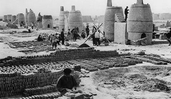 Nông dân bị buộc phải đi nấu gang thép trong Đại nhảy vọt (Ảnh:missedinhistory.com)