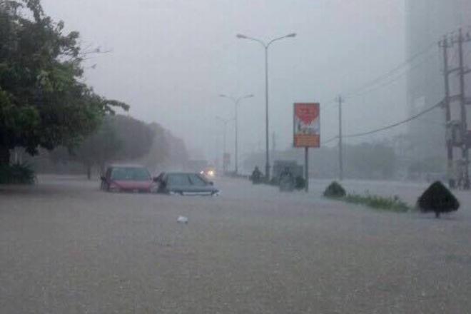 Nhiều tuyến quốc lộ, tỉnh lộ theo trục Đông Tây bị ngập úng từ 0,6 đến 1,2 m, chia cắt nhiều thôn xã.