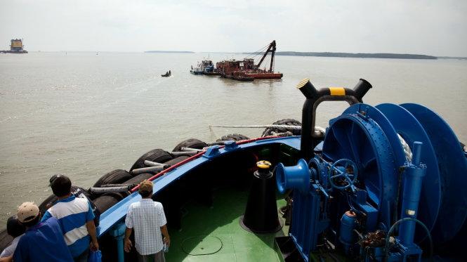 Các tàu cứu hộ, cứu nạn đang tìm kiếm tại hiện trường vụ tai nạn ( Ảnh: Tuấn Hùng)