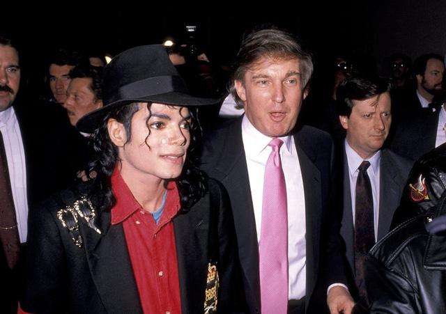 Michael Jackson tham dự lễ khai mạc Trump Taj Mahal. (Ảnh: Ron Galella/WireImage)