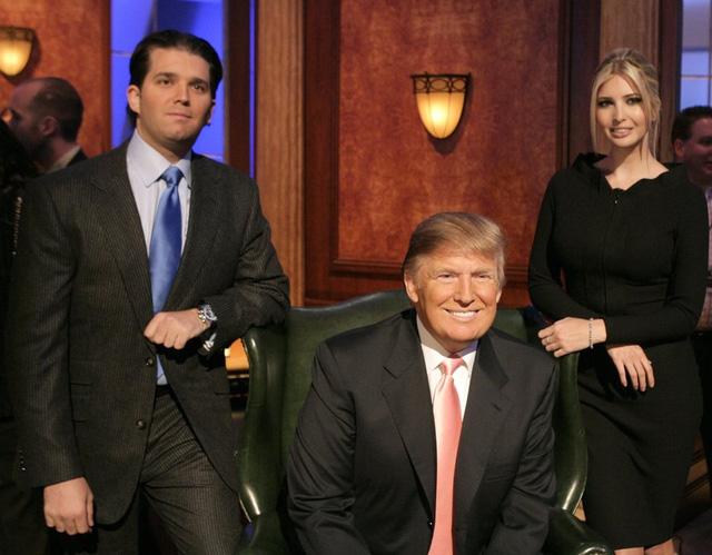 Năm 2007: Trump và con trai, con gái trong chương trình truyền hình thực tế ăn khách của Mỹ. (Ảnh: Mathew Imaging/FilmMagic)