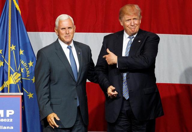 Trump tuyên bố Thống đốc Indiana Mike Pence là phó Tổng thống nếu ông đắc cử. (Ảnh: John Sommers Ii/Reuters)