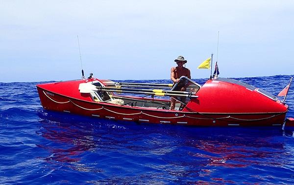 John Beeden và chiếc thuyền cùng ông vượt Thái Bình Dương.