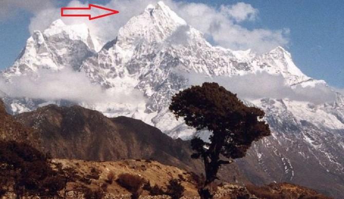 Đỉnh núi Kangtega trên dãy Himalaya của Neptal.