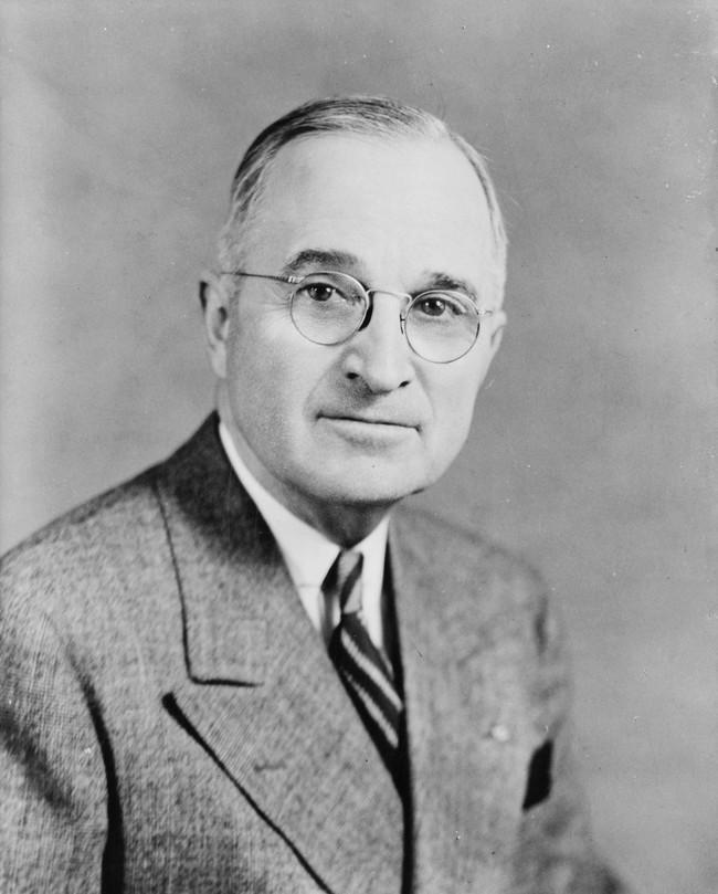 Tổng thống Truman khốn đốn vì các khoản nợ.