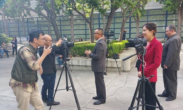 Trước giờ diễn ra phiên luận tội, đông đảo các cơ quan báo đài tại đây đã có mặt để đưa tin kịp thời vì sự quan tâm rất lớn của dư luận trong và ngoài nước.