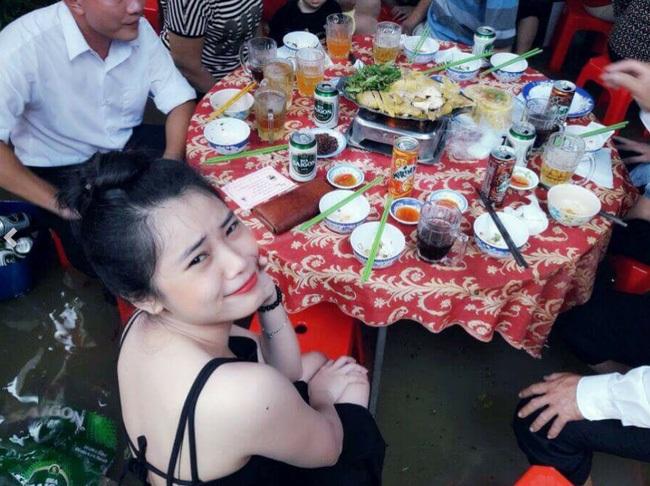 Đám cưới chạy lũ ở Khánh Hòa: Nước ngập nào ngăn hạnh phúc lứa đôi..3