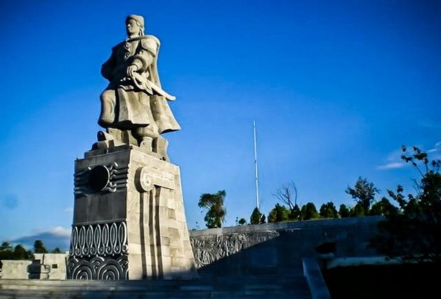 Tượng vua Quang Trung tại núi Bân, TP. Huế. (Ảnh: Internet)