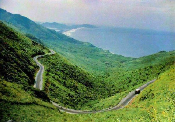 Đèo Ngang, Quảng Bình với vẻ đẹp như tranh của núi –đèo- biển cả.