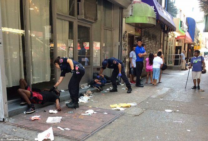 Hơn 30 người bỗng dưng bất tỉnh, co giật giữa đường phố New York.1